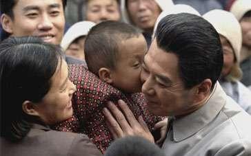 《周恩来的四个昼夜》片段 人民总理展现人间温情