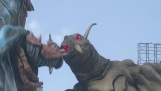 两只怪兽竟然内讧了 众所周知奥特曼就是个配角