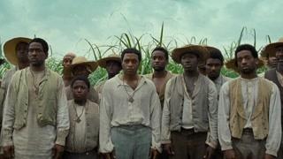 白人给黑人奴隶示范砍甘蔗  我这一刀下去甘蔗可能会死