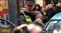 四川南充一醉酒男子殴打的姐 交警到后更疯狂