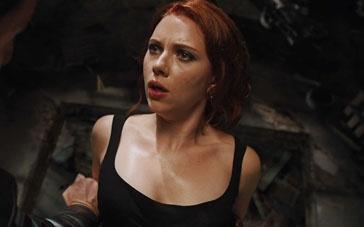 《复仇者联盟》经典片段 黑寡妇佯装被俘反戈一击