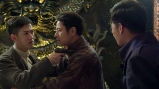 《义海》看着拿枪相向的兄弟二人 名字忍不住大笑真是嘲讽啊