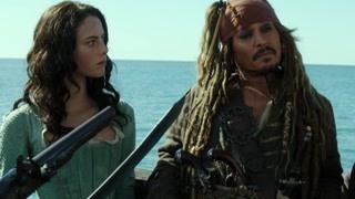 杰克船长非常有希望找到三叉戟时 夺命亡灵水手也追捕到了他