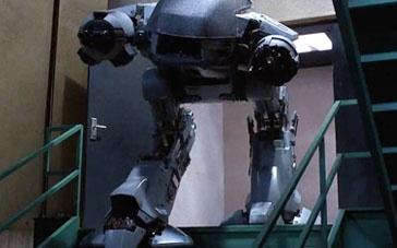 87版《机械战警》精彩片段 陷埋伏遭巨型机器追杀