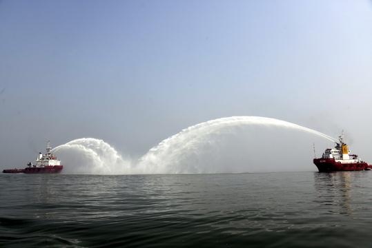 勝利油田舉行海上消防及溢油回收演練