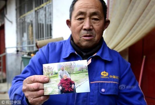 家人生活不能自理 河南70岁老人独抗重担
