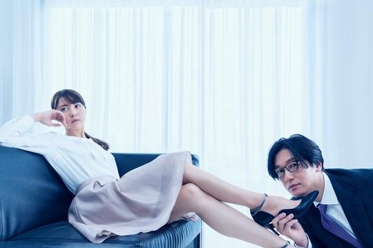 組圖:井浦新出演新CM 給石川戀下跪