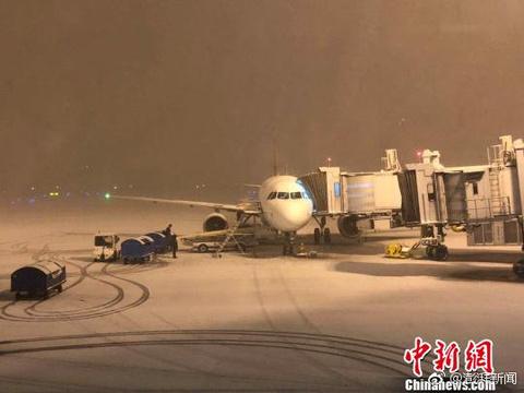 长江下游大雪致返程路难行航班延误高速限速