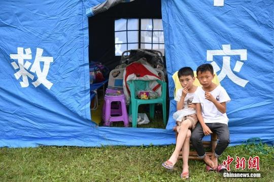 宜宾长宁地震安置点里的孩童