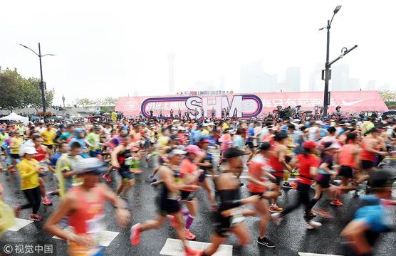 2018上海马拉松赛起跑