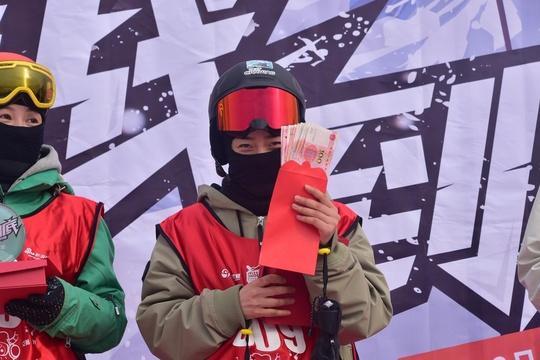 新浪杯高山滑雪公开赛采薇庄园站颁奖仪式