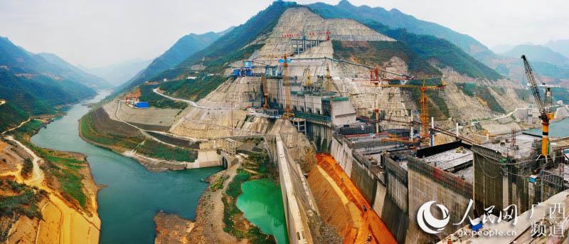 """龙滩水电厂:红水河谷间的""""绿色明珠"""""""