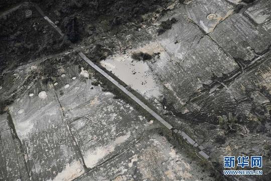 俯瞰雅鲁藏布江堰塞湖自然过流