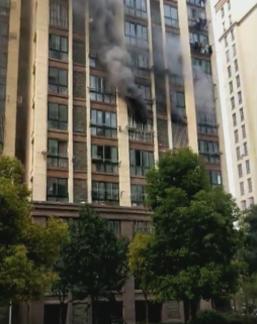 泗陽一民樓突發火災 現場濃煙滾滾