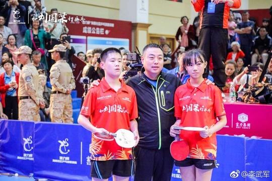 刘国梁出席海南社区乒乓球邀请赛