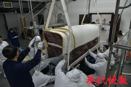 金坛红漆棺里取出950斤液体
