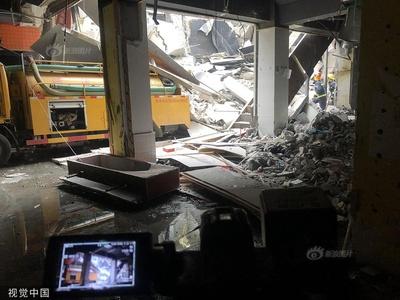 南京一栋建筑发生墙体坍塌 现场共5人已救出3人