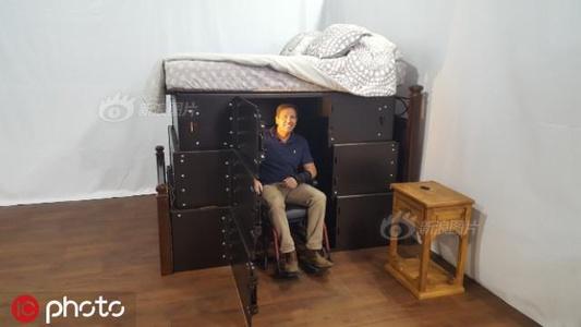 """美国公司发明特殊床 灾难时可变成牢固""""房子""""供避难"""
