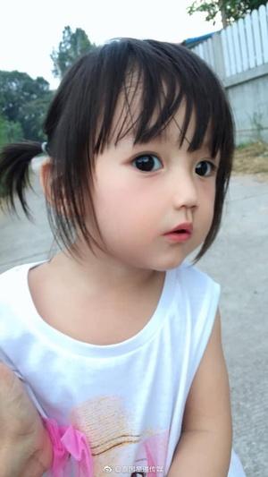 """泰国""""芭比娃娃""""走红网络"""