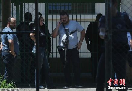 巴西一公立学校遭枪手袭击 致数十人死伤