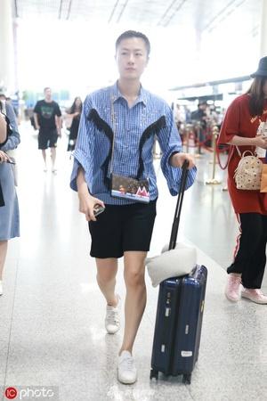丁宁出征中国公开赛 穿搭时尚