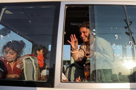 伊拉克向叙利亚运送后勤物资 协助难民顺利转移