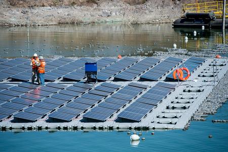 """智利建世界首个尾矿库光伏发电""""岛屿"""""""