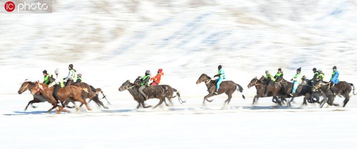 实拍新疆青河哈萨克族赛马、叼羊比赛