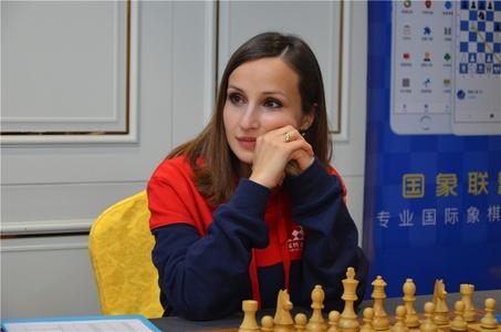 高清-国象甲级联赛第4轮 美女帅哥棋手同场竞技