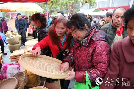 广西灌阳:千年农具节 十万人赶圩日