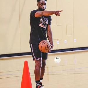 韦德退役后当了专职篮球训练师?这孩子实在太幸福了