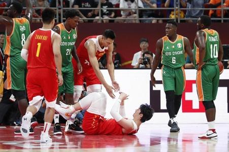 新浪体育现场直击中国男篮首战