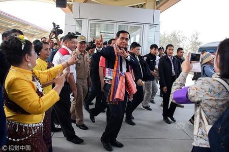 """泰国总理巴育大选前""""尬舞""""拉票"""