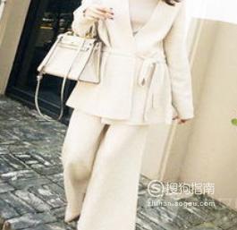 米白色呢子大衣怎么搭配衣服?