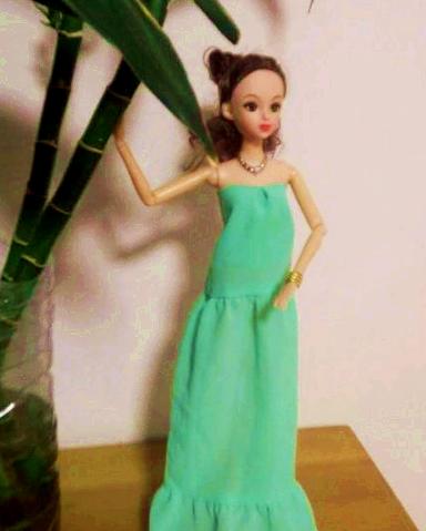 芭比娃娃的衣服怎么做好看,来充电吧