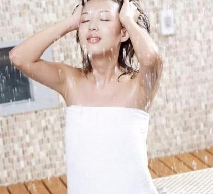 洗澡用香皂好还是沐浴