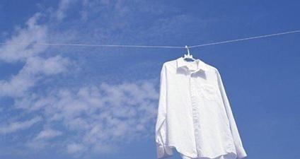 如何去除衣服上的污渍
