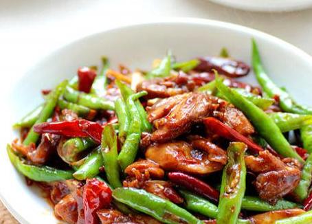 教你如何做青椒辣酱炒鸡腿肉 需要技巧