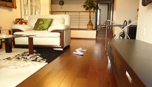 怎样挑选软木地板 来充