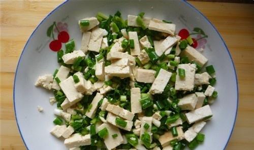小葱拌豆腐如何做? 看完你学会了么