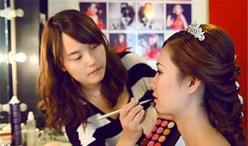 如何做明星化妆师,详情介绍