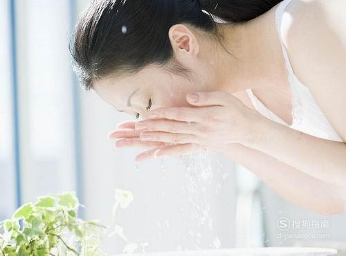 晚上洗完脸还用抹护肤品吗? 你需要学习了