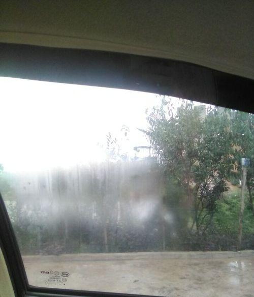 车窗起雾了怎么办 涨知识了