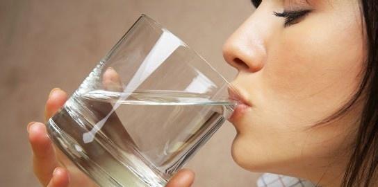 喝水呛到怎么办,原来是这样的