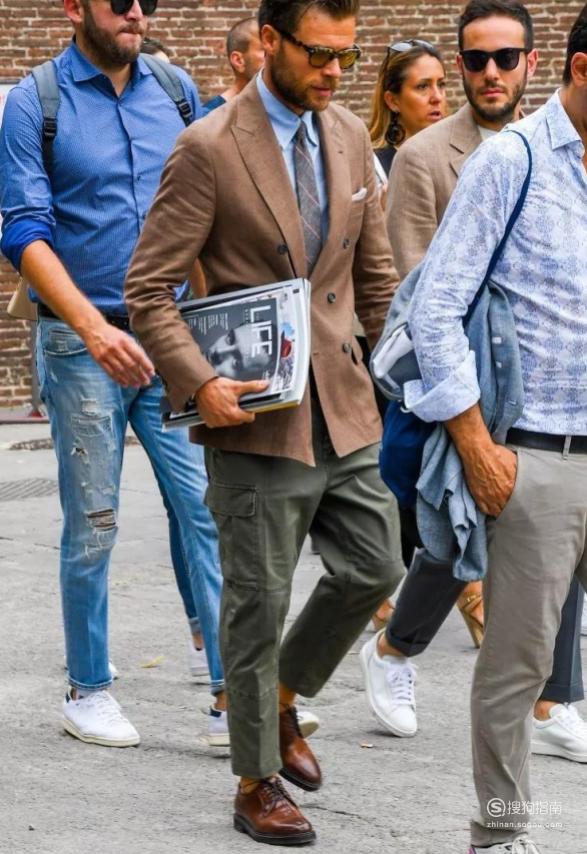 男生工装裤配什么上衣