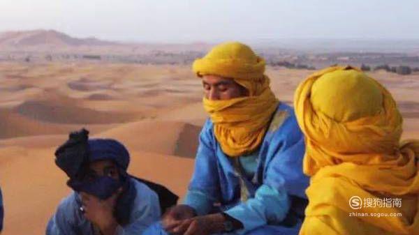女孩去沙漠玩,穿什么拍照比较好看?