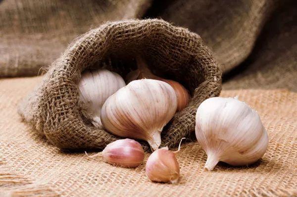 大蒜的营养价值 它真的有这么神奇吗? 大师来详解