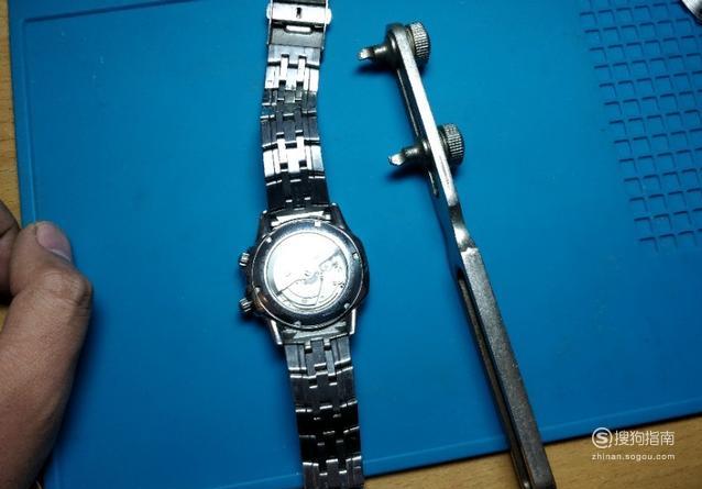 如何拆手表后盖 原来是这样的