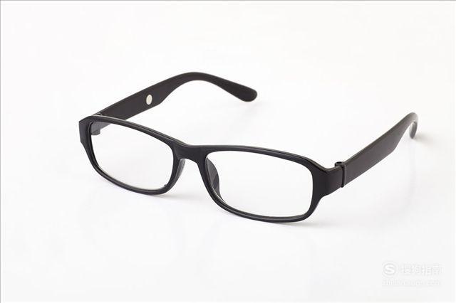 如何以专业方法自己清洗眼镜镜片,懂得这些技巧就够了