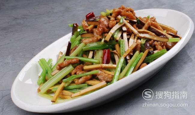 家庭自制芹菜炒豆干做